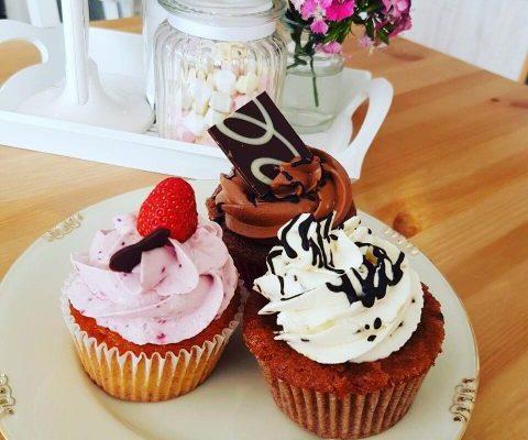 willkommen-cupsandcakes-dueren-catering-geburtstag-torte-toertchen