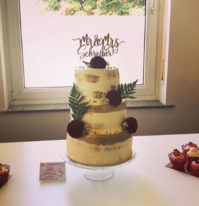 Hochzeitstorte_Goldstreifen_cupsandcakesdn